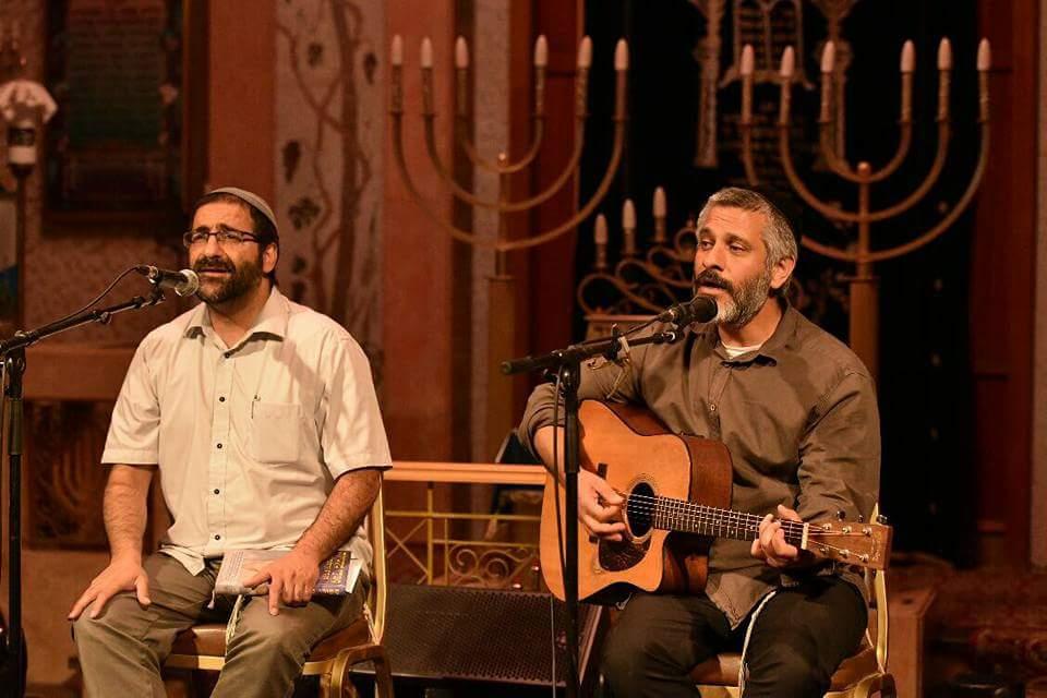 אבא אני רוצה לעמוד מול ... אביתר בנאי והרב איתמר אדלר בבית הכנסת הגדול בנתניה