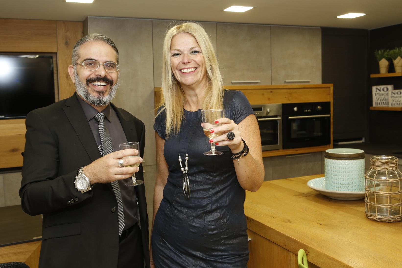 גאווה מקומית... מעצבת הפנים צביה וילנצ'יק וסמנכל השיווק של מטבחי דקל בכנס אדריכלים צילום יוני רייף