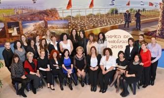 הכוח הנשי בנתניה תמונה קבוצתית של בכירות עיריית נתניה בראשות ראש העיר, מרים פיירברג-איכר צילום רן אליהו