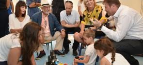חזון שהפך למציאות התורם חלילי בחברת ילדי הגן בקמפוס. צילום - רן אליהו