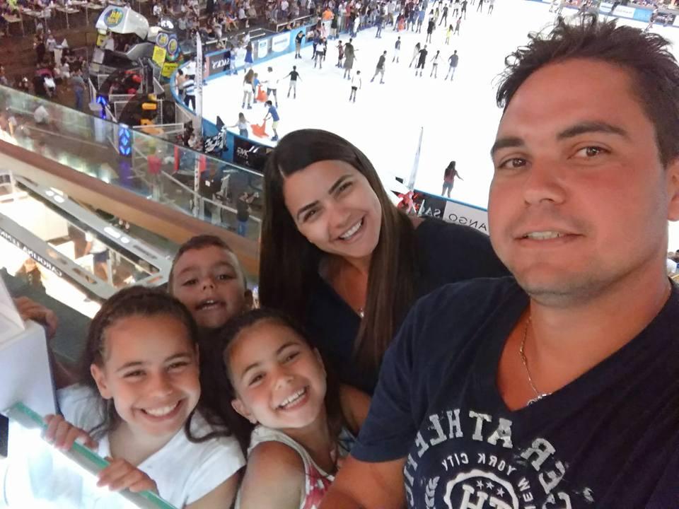 חם שם בחוץ... משפחת סמיה בחופשה השנתית באילת מפשירים ב ice mall