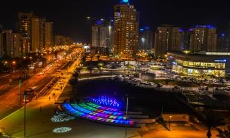 יופי של פיתוח מזרקה בעיר ימים