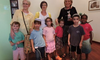 ילדי-קרליבך-מודים-תלמידי-בית-הספר-קרליבך-אצל-ראש-העיר