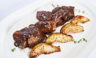 Chicken liver in balsamic sauce with pears