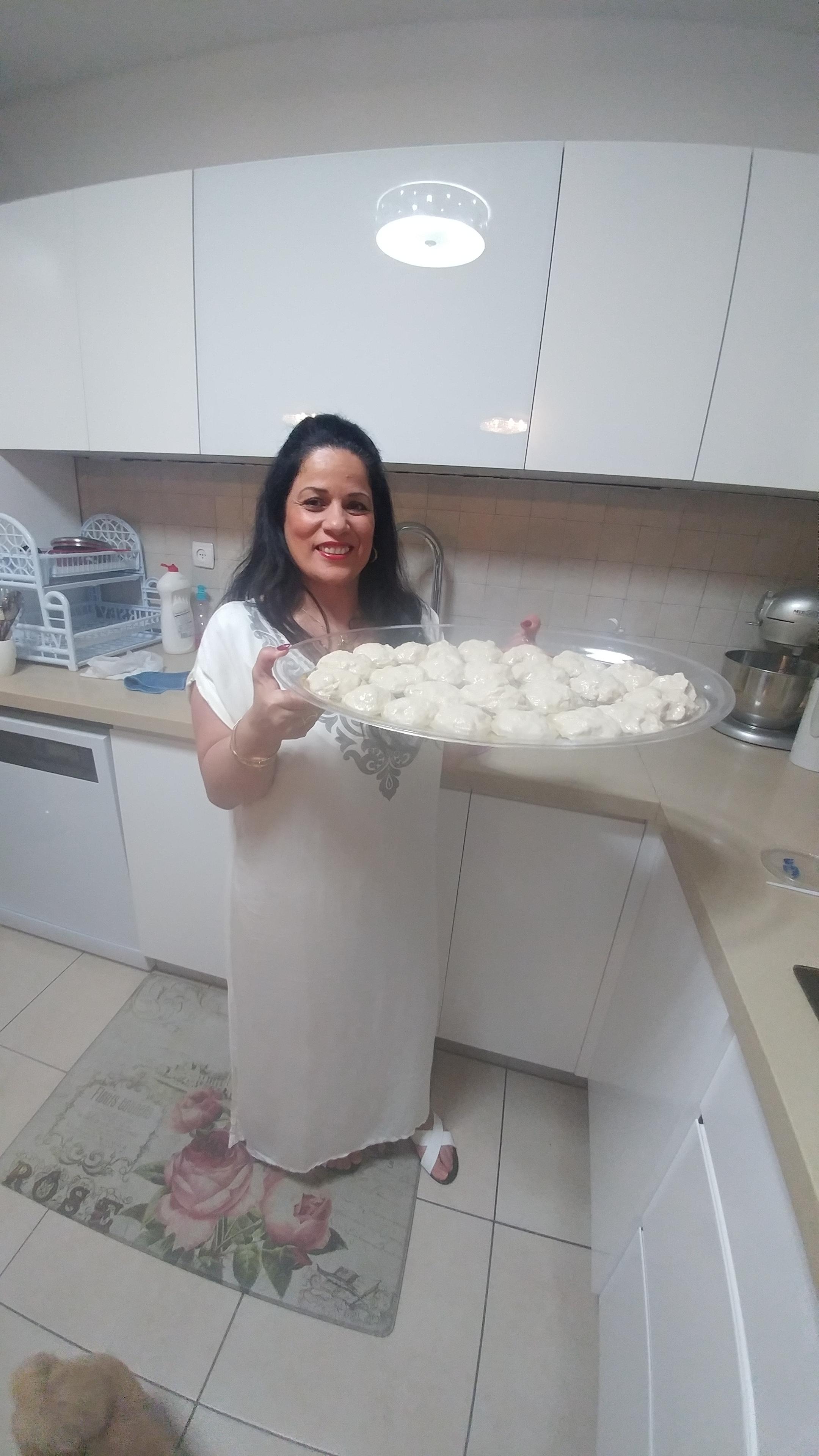 לא למרוקאיים בלבד... משפחת סרוסי חוגגת מימונה מסורתית ושמחה