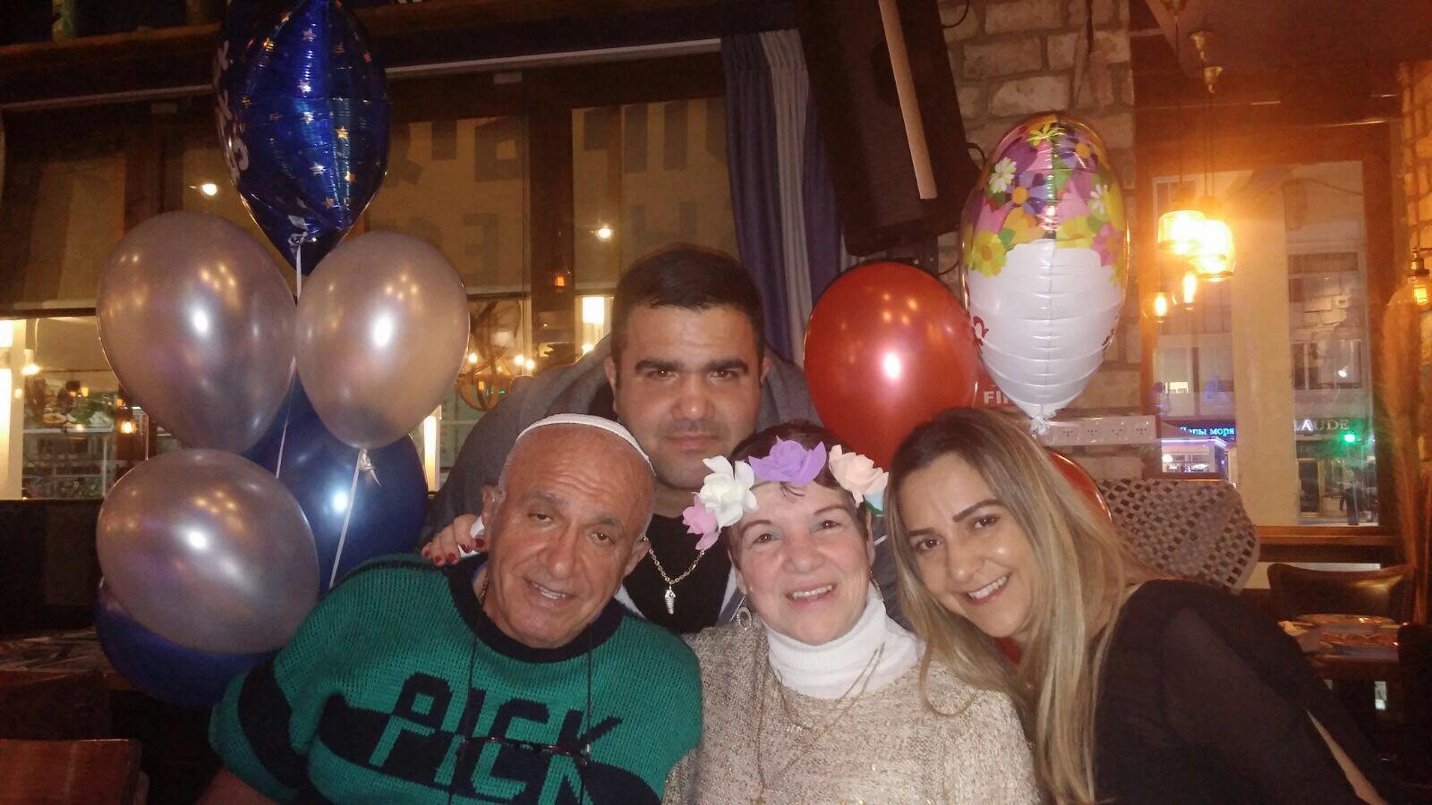 לעוד שנים רבות... משפחת סולימני חוגגת להורים זמירה ויצחק במסעדת יורגוס