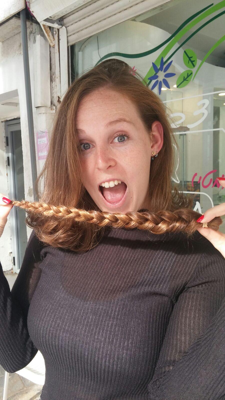 מלאת נתינה... דורון גרצובסקי תורמת את שערה השופע למען פיאות לחולות סרטן