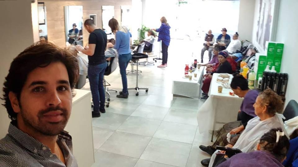 מסורת מלאת נתינה... מעצב השיער ויקי בדש וצוותו ביום שכולו פינוק ויופי לבנות גיל הזהב מתנס דורה