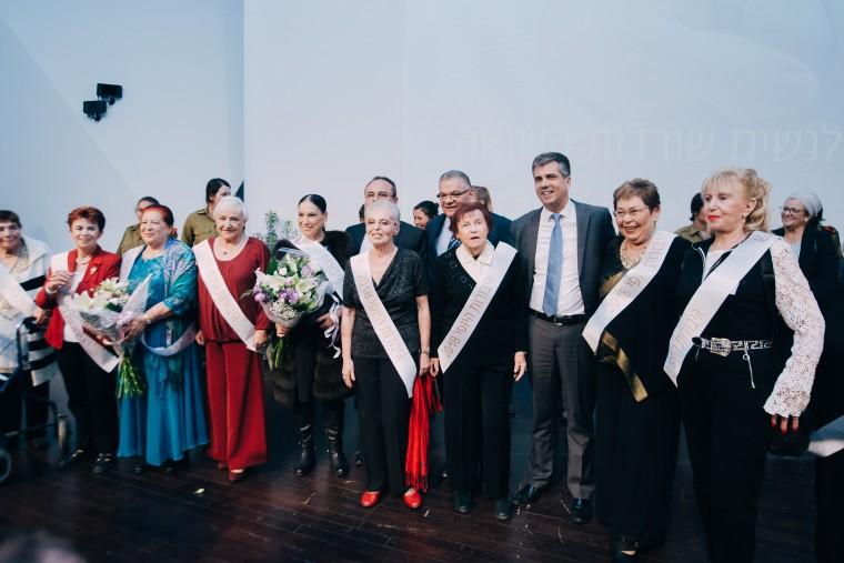 ניצולות השואה על הבמה באירוע גיבורות היופי, צלם אביב אברג'ל