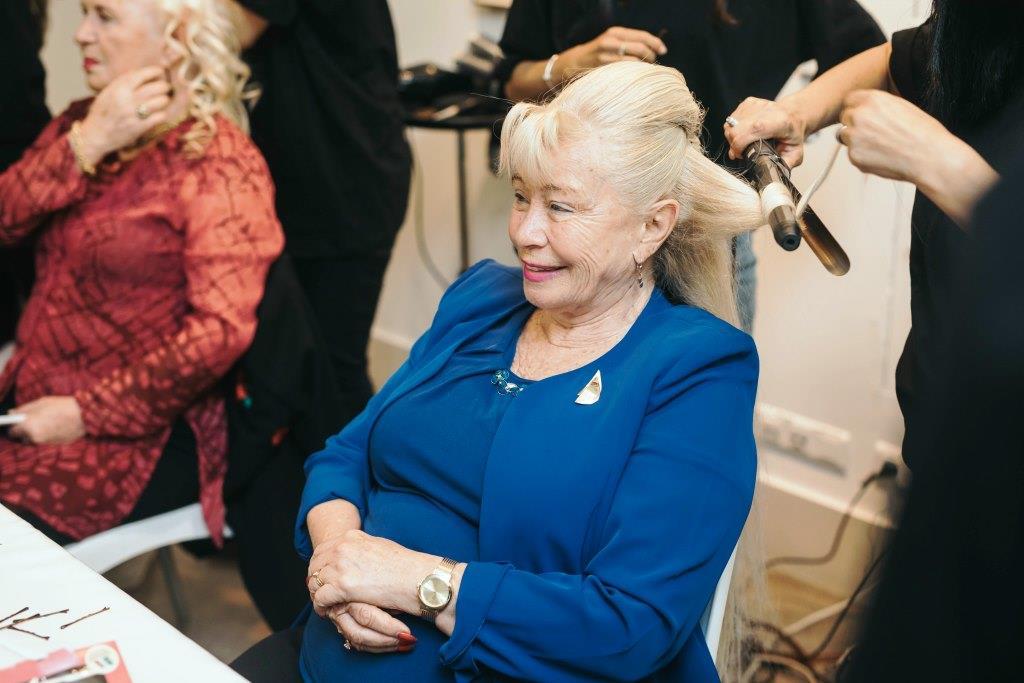 ניצולות שואה אצל מעצבי השיער של שי ז'אן באירוע גיבורות היופי, צלם אביב אברג'ל