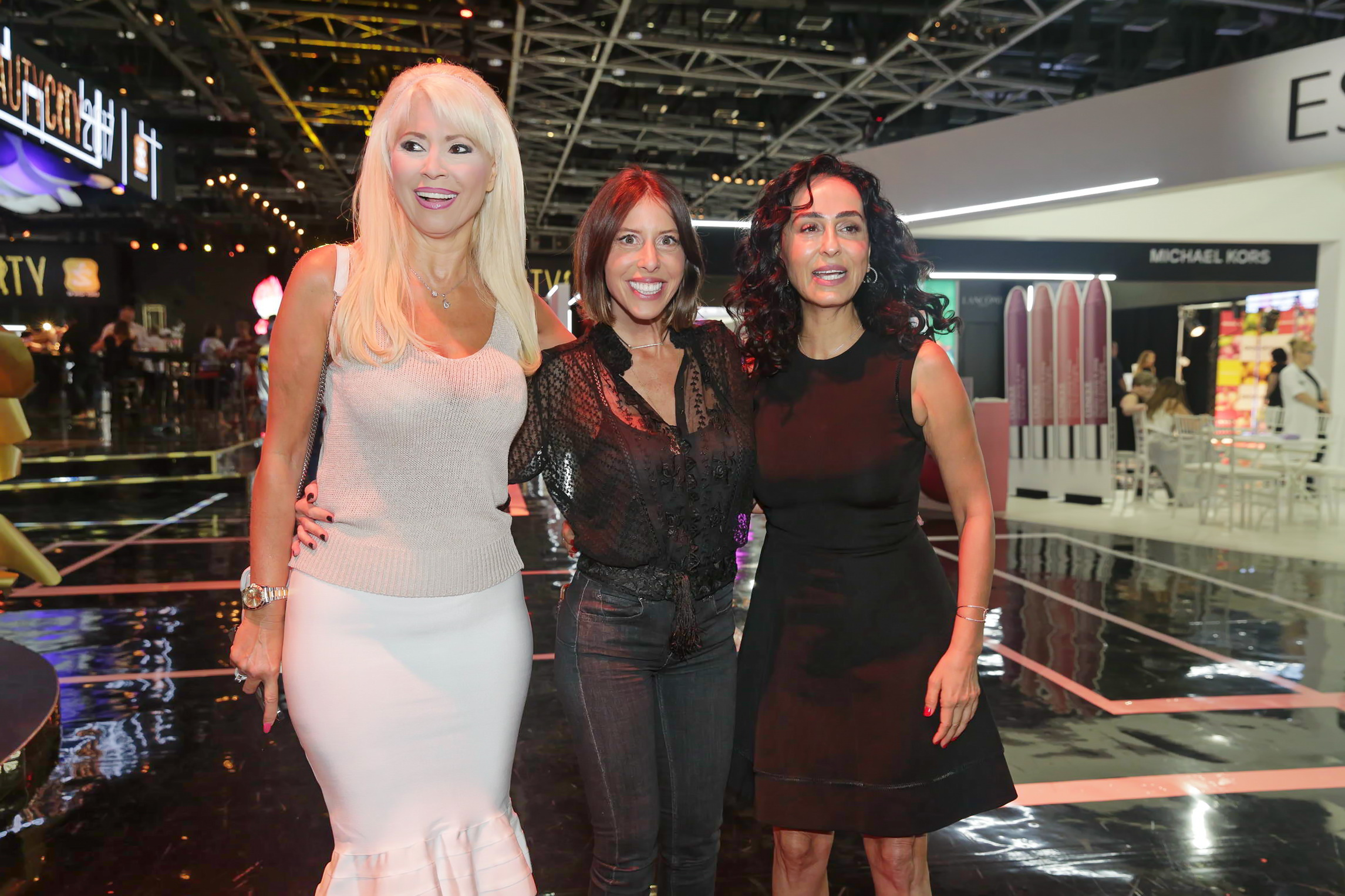 סטייל בינלאומי... המעצבת ענבל דרור נותנת שואו מלא גלורי בתצוגת אופנה בביוטי סיטי צילום שוקה כהן