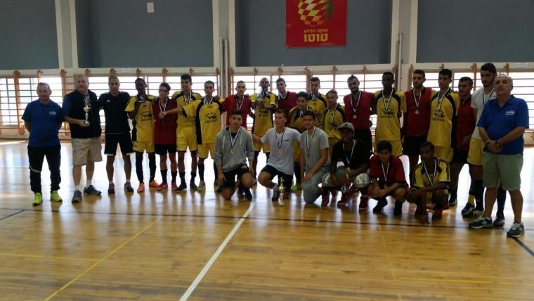 ספורט גמר קטרגל שחקני אורט ושרת  יחד עם המורים לספורט