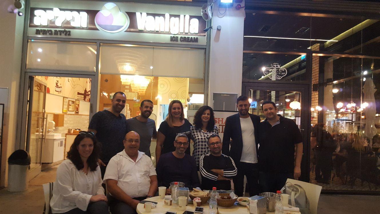 פגישה מתוקה... עמותת התאחדות העסקים והעצמאים בנתניה בגלידריית וניליה