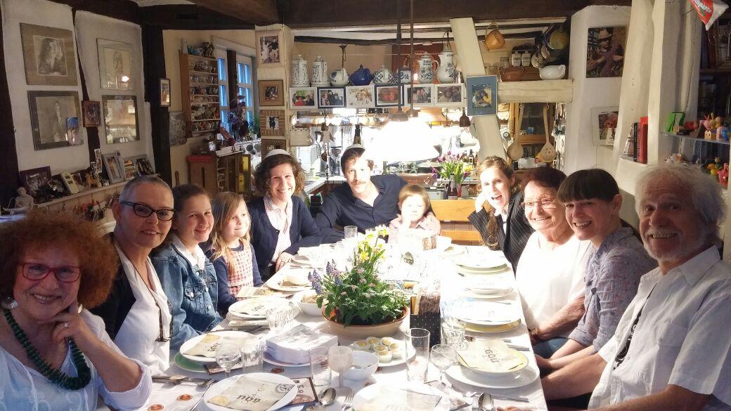 פסח בשלל שפות... הגרצובסקיות חוגגת את החג בגרמניה בחיק המשפחה