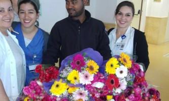 פקח וגנטלמן חלוקת פרחים ליולדות