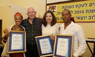 פרס הצטיינות הזוכים משנה שעברה עם מנכל העירייה לשעבר
