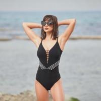קר שם בחוץ... שיר אלמליח לקמפיין הקיץ לבגדי הים TURKIZ צילום שוקה כהן