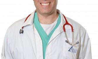 שלושה רופאים דר סימונדס