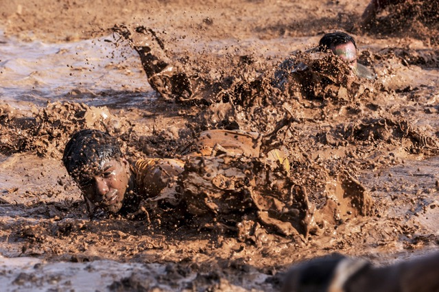 soldiers-army-basic-training-mud (1)